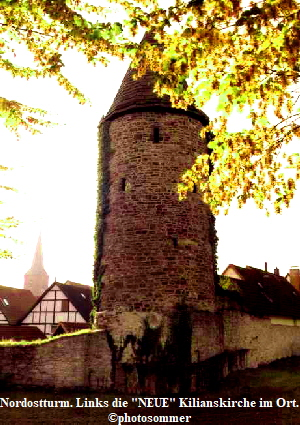 Nordostturm. Links die